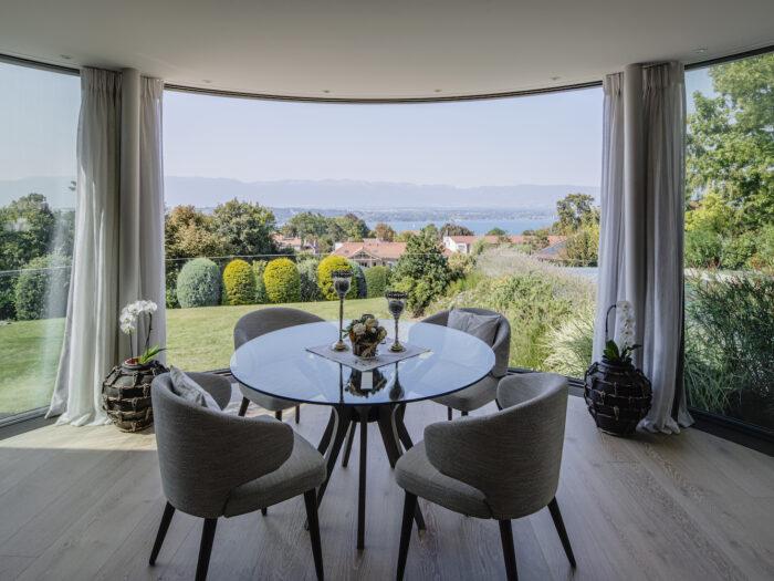 Agrandissement et transformation d'une villa avec piscine à Genève