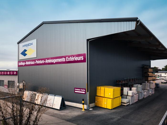 Commerce de matériaux, administratif et halle de stockage à Echallens